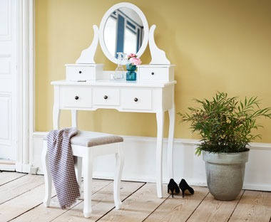 MALLING-dressing-table-and-stool