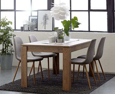 VEDDE dining table